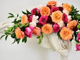 Line flower arrangements